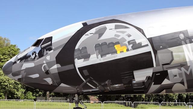 Уникальность самолета в граффити