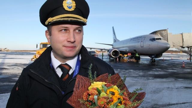 Свой первый самостоятельный полет Василий Лоскутов совершил на одном из девяти в парке авиакомпании B737-500, выполнив рейс по маршруту «Санкт-Петербург – Архангельск».