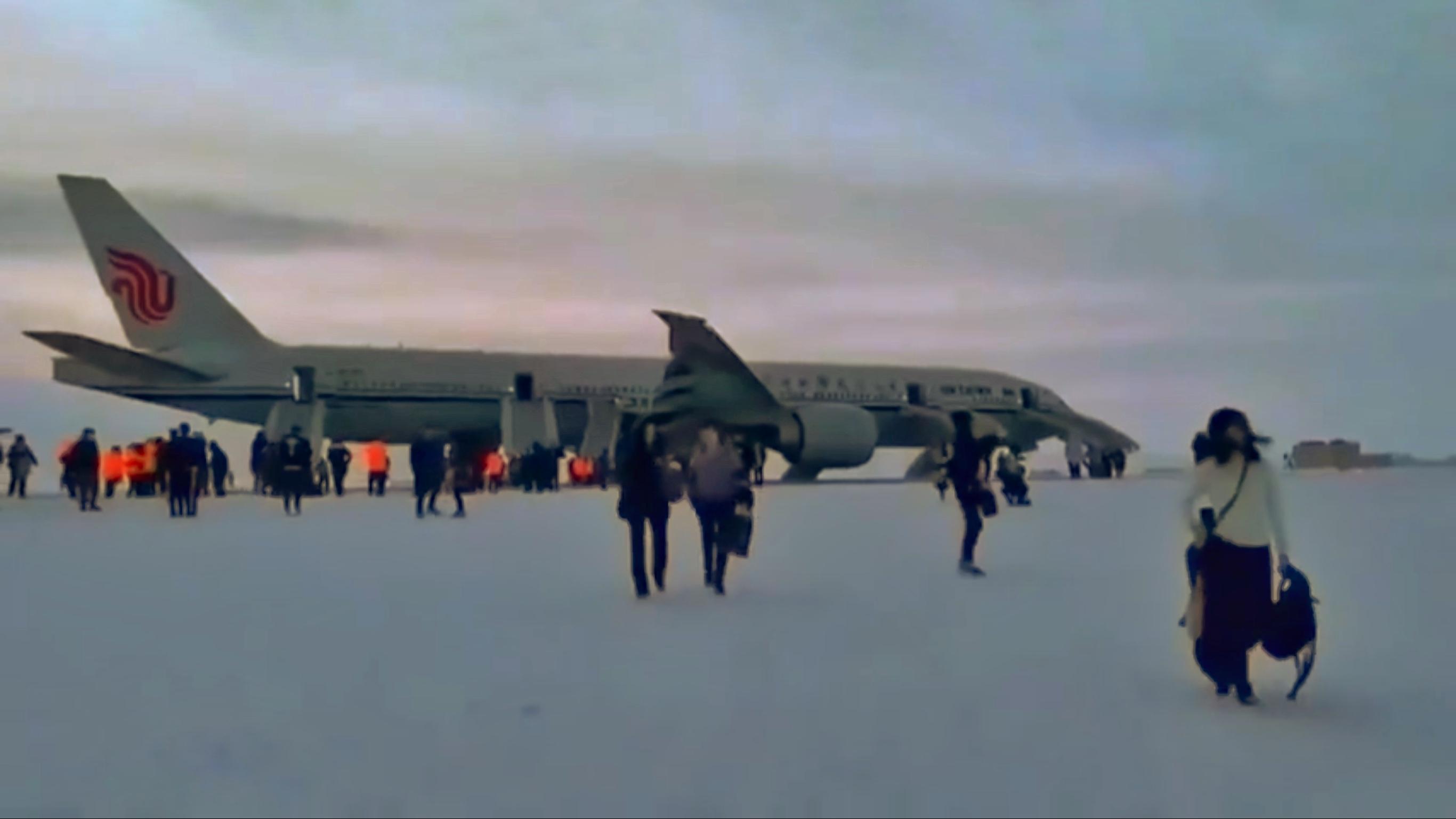 Вопросы экстренной посадки на закрытый по регламенту аэропорт «Анадырь»